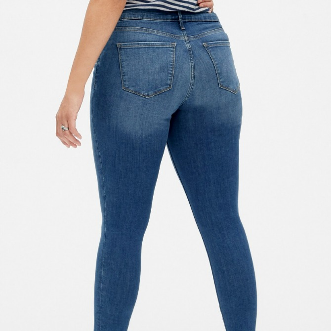 These best butt lifting jeans will keep your butt cheeks perfected, no matter what! Extremely comfortable and satisfyingly stretchy, you'll go for more!