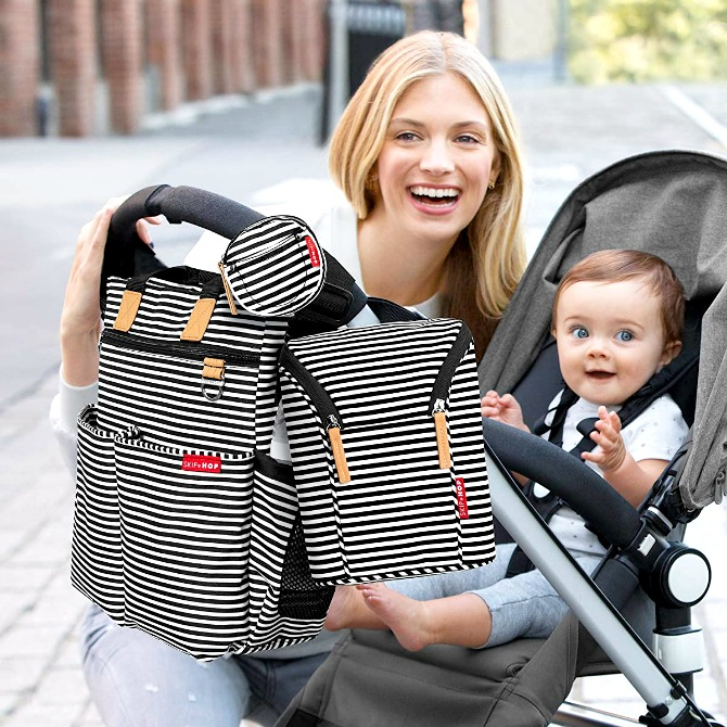 Motherhood doesn't have to be an indoorhood. Check out our list of the best baby bottle bags to give you that awesome Mama experience!