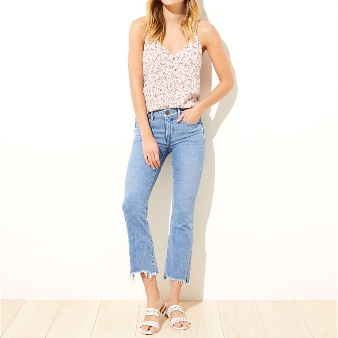 Your appetite for denim comes to an end with our compilation of the best petite jeans for women. From classic, vintage to modern, we've laid down the cream of the crop. Take a look!
